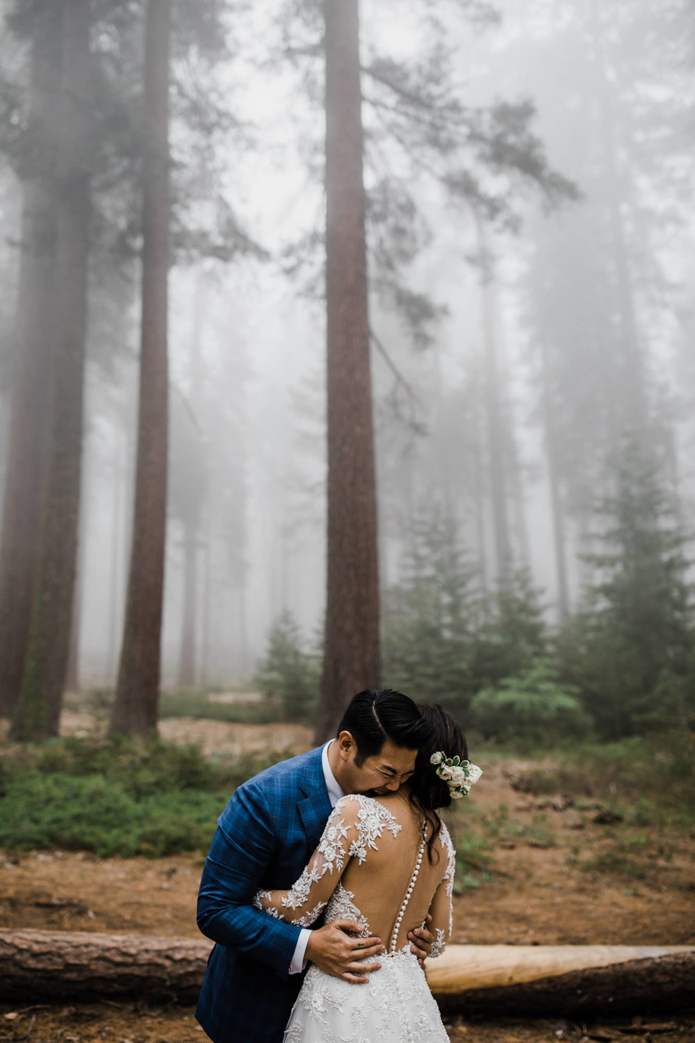 sequoia national park | foggy intimate wedding day in a giant forest | california adventure elopement photographer | the hearnes adventure photography | www.thehearnes.com