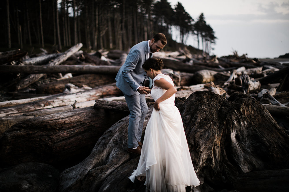 christina + dan's intimate wedding in olympic national park | kalaloch lodge + ruby beach elopement | washington wedding photographer | the hearnes adventure photography | www.thehearnes.com