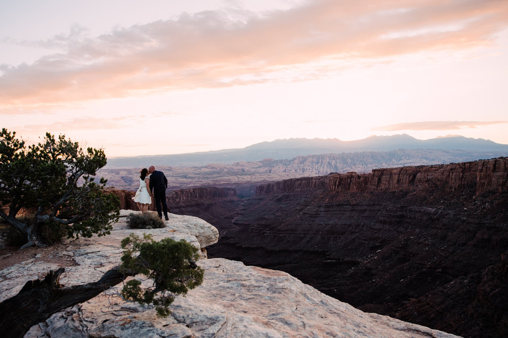 bob + janice's adventurous hike-in elopement | desert arch wedding inspiration |moab, utah intimate wedding photographer | the hearnes adventure photography | www.thehearnes.com