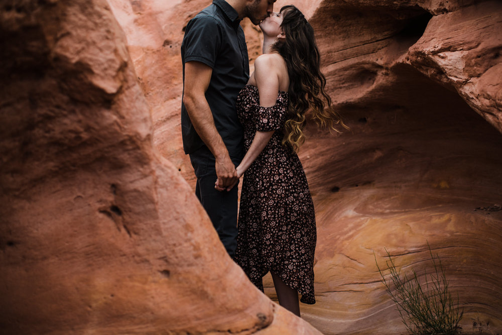 utah desert adventure session near lake powell | destination engagement photo inspiration | utah adventure elopement photographers | the hearnes adventure photography | www.thehearnes.com