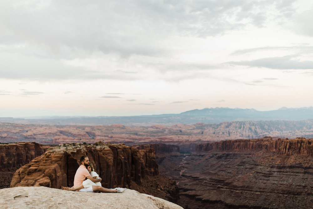 moab, utah adventure elopement session | destination engagement photo inspiration | utah adventure elopement photographers | the hearnes adventure photography | www.thehearnes.com