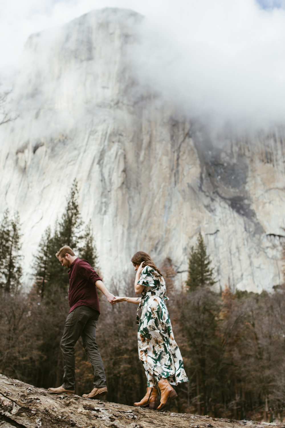 yosemite national park foggy engagement session | destination engagement photo inspiration | utah adventure elopement photographers | the hearnes adventure photography | www.thehearnes.com