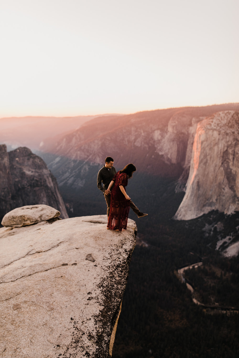 epic yosemite national park engagement session | destination engagement photo inspiration | utah adventure elopement photographers | the hearnes adventure photography | www.thehearnes.com