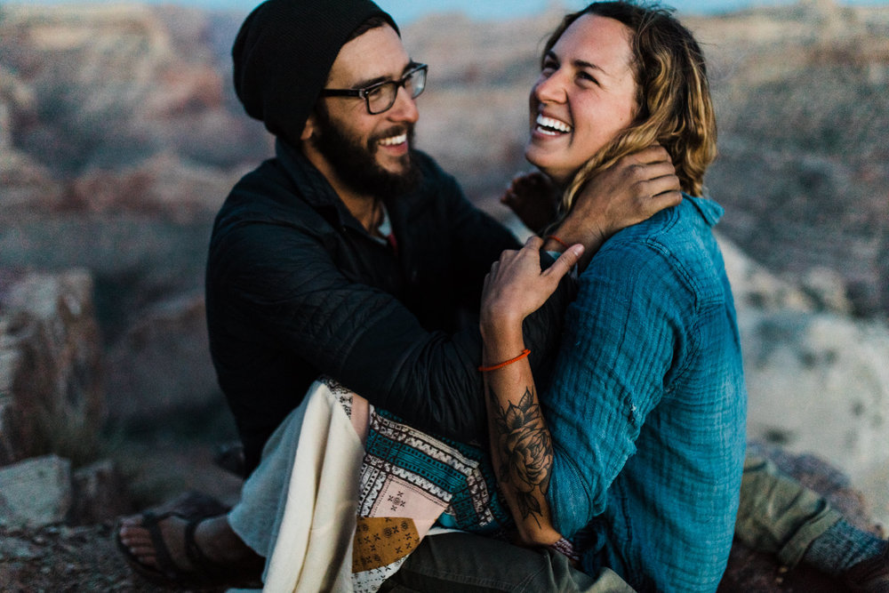 van life adventure session in the utah desert | destination engagement photo inspiration | utah adventure elopement photographers | the hearnes adventure photography | www.thehearnes.com