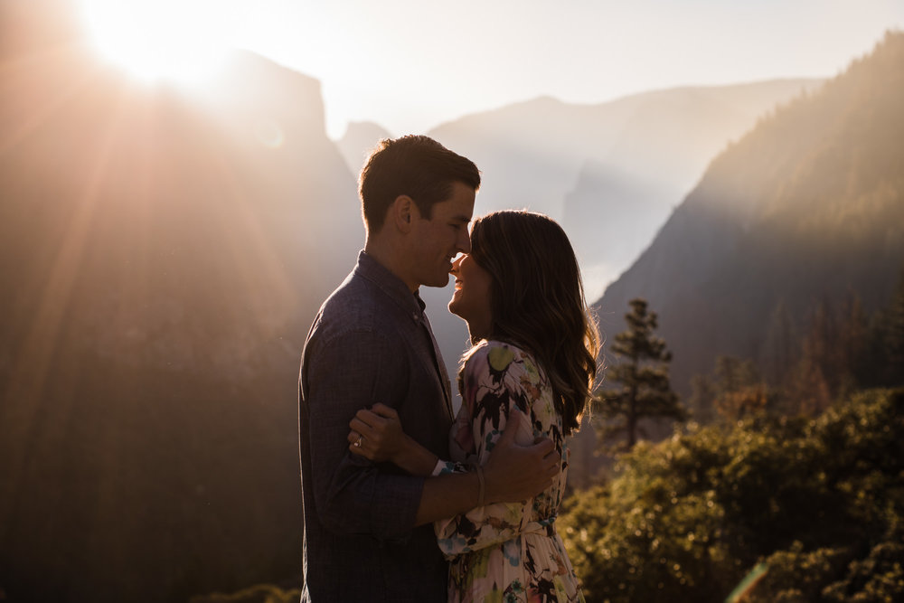 sunrise anniversary session in yosemite national park | destination engagement photo inspiration | utah adventure elopement photographers | the hearnes adventure photography | www.thehearnes.com