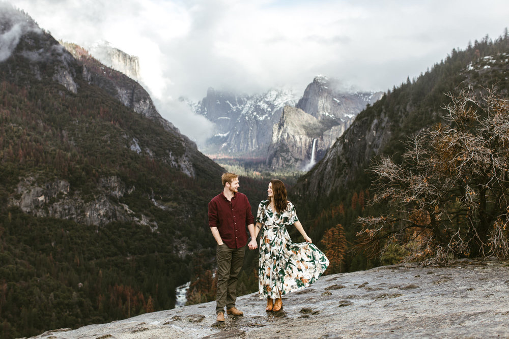 yosemite national park adventure engagement session | destination engagement photo inspiration | utah adventure elopement photographers | the hearnes adventure photography | www.thehearnes.com