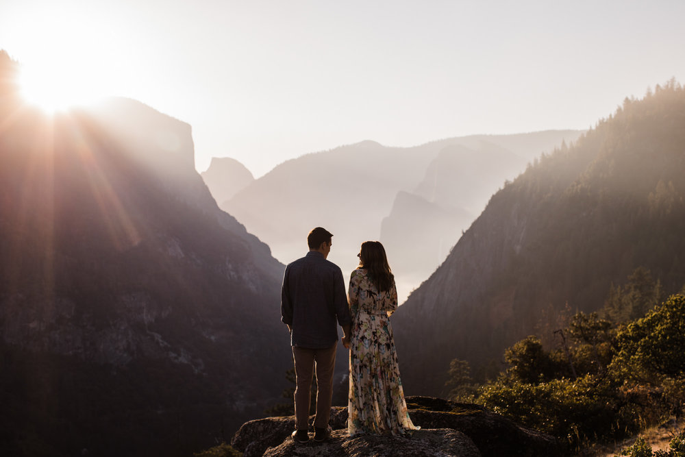 adventure anniversary session in yosemite national park | destination engagement photo inspiration | utah adventure elopement photographers | the hearnes adventure photography | www.thehearnes.com