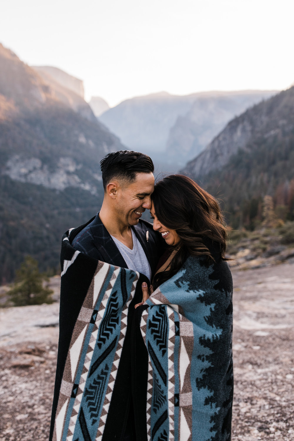 cozy adventure engagement session in yosemite | destination engagement photo inspiration | utah adventure elopement photographers | the hearnes adventure photography | www.thehearnes.com