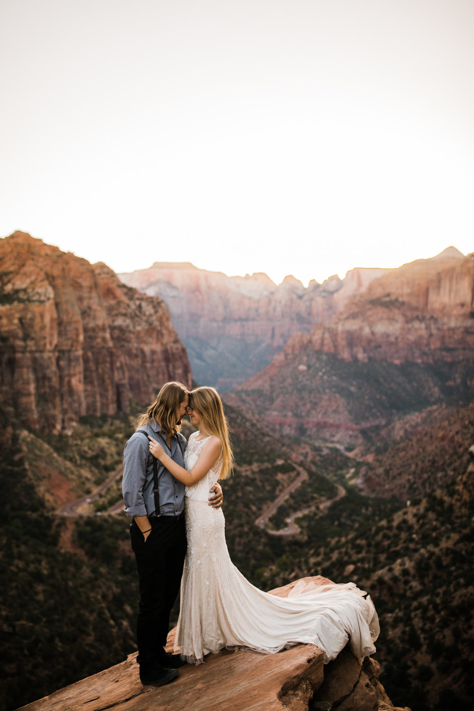 Zion national park elopement wedding | destination adventure wedding photographers | the hearnes adventure photography | www.thehearnes.com