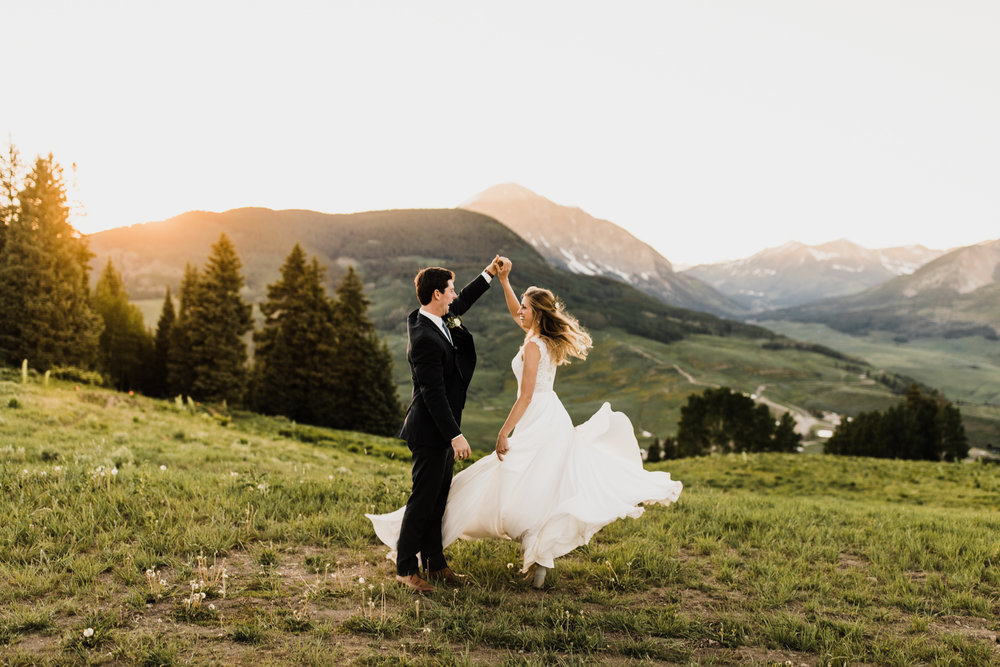 crested butte ski resort intimate wedding | destination adventure wedding photographers | the hearnes adventure photography | www.thehearnes.com