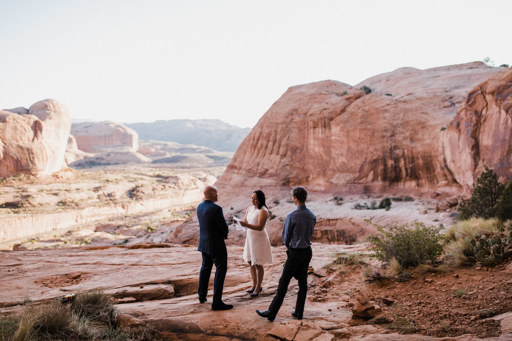 moab, utah hiking elopement in the desert | destination adventure wedding photographers | the hearnes adventure photography | www.thehearnes.com