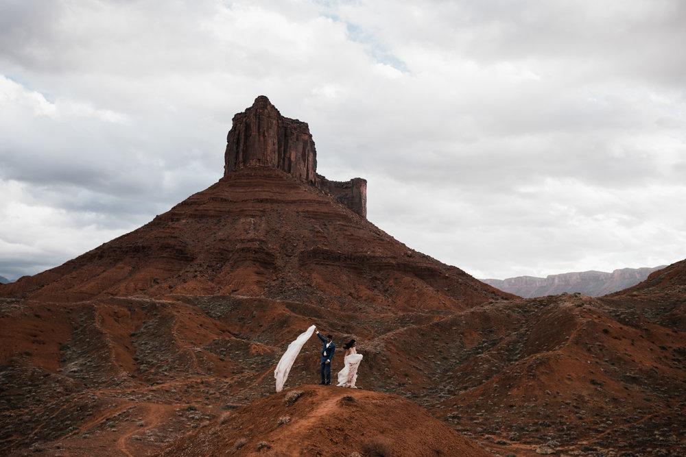 adventurous elopement in moab, utah desert | destination adventure wedding photographers | the hearnes adventure photography | www.thehearnes.com