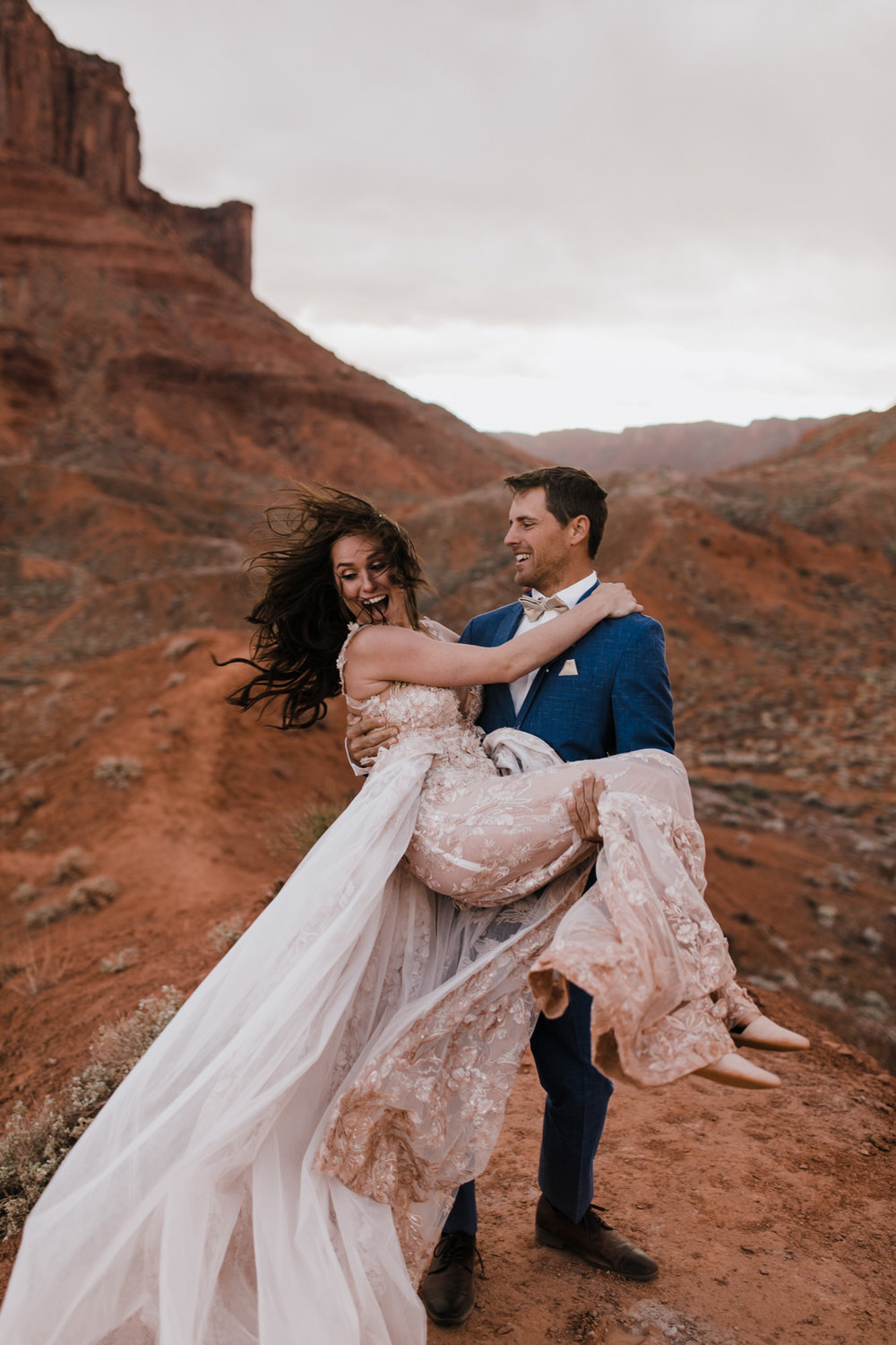 moab, utah adventure elopement | destination adventure wedding photographers | the hearnes adventure photography | www.thehearnes.com