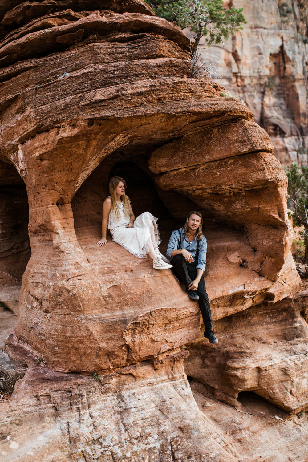 hiking elopement in zion national park | destination adventure wedding photographers | the hearnes adventure photography | www.thehearnes.com