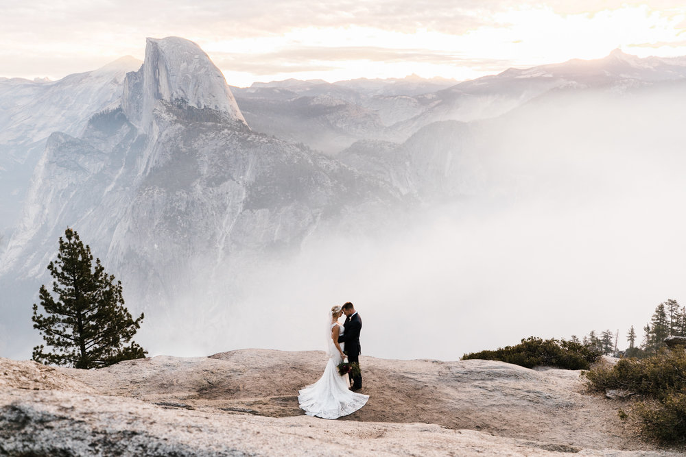 sunrise wedding elopement in yosemite national park | destination adventure wedding photographers | the hearnes adventure photography | www.thehearnes.com