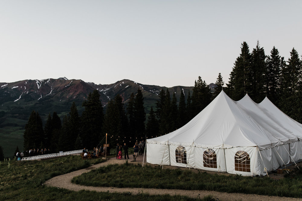 ten peaks wedding venue in crested butte, colorado | destination adventure wedding photographers | the hearnes adventure photography | www.thehearnes.com