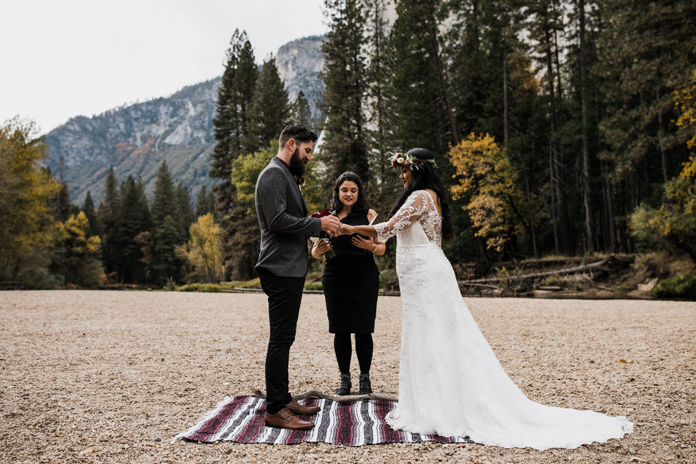 intimate wedding day in yosemite valley | destination adventure wedding photographers | the hearnes adventure photography | www.thehearnes.com
