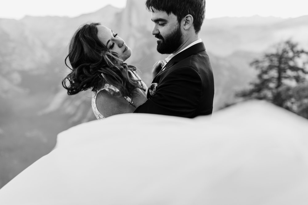 intimate elopement in yosemite national park | destination adventure wedding photographers | the hearnes adventure photography | www.thehearnes.com