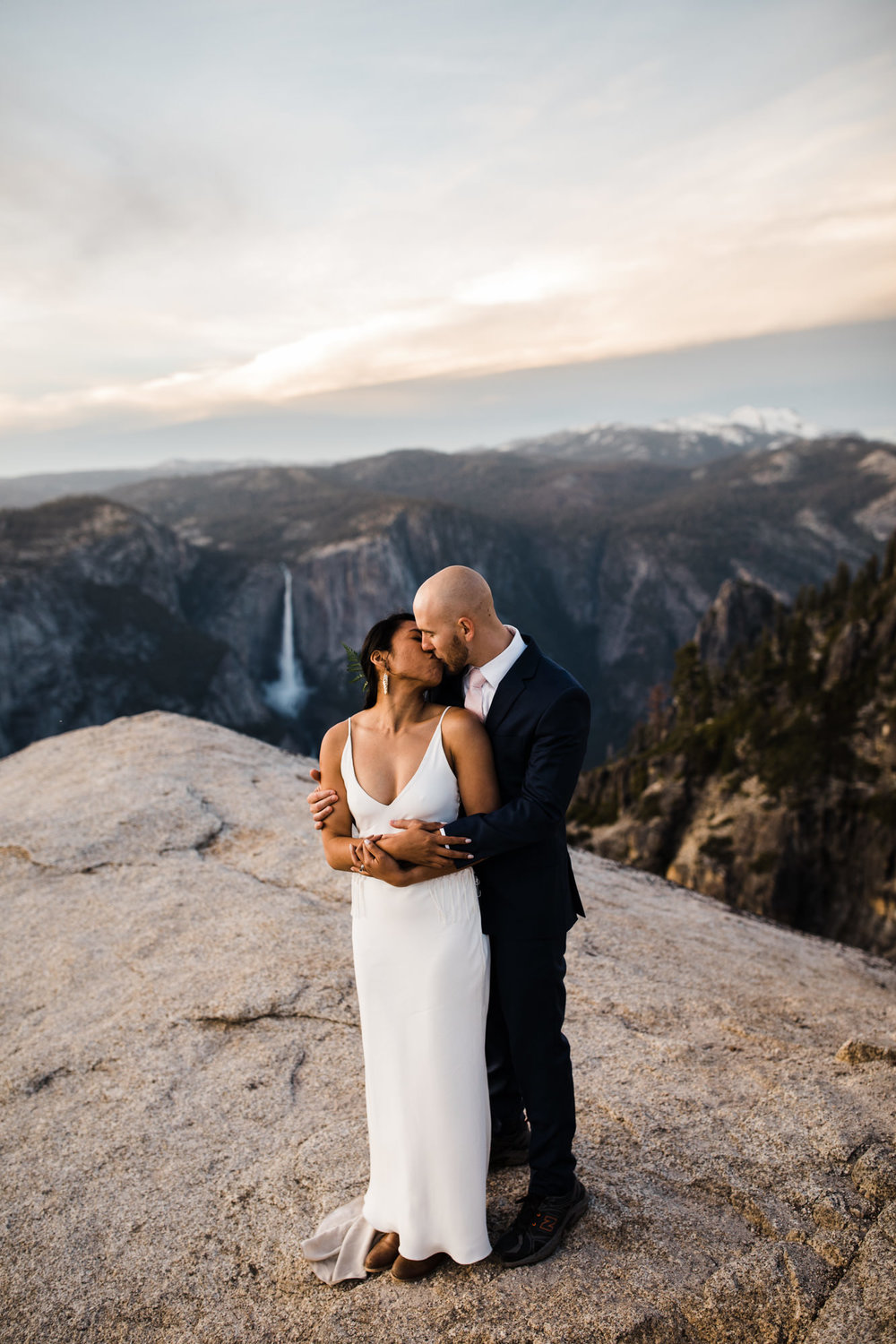 intimate wedding in yosemite national park | destination adventure wedding photographers | the hearnes adventure photography | www.thehearnes.com
