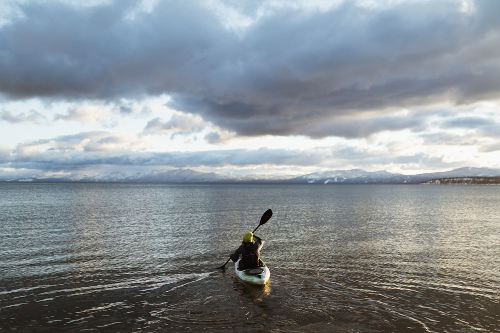 kayaking on lake tahoe in the snow | utah and california adventure elopement photographers | the hearnes adventure photography | www.thehearnes.com