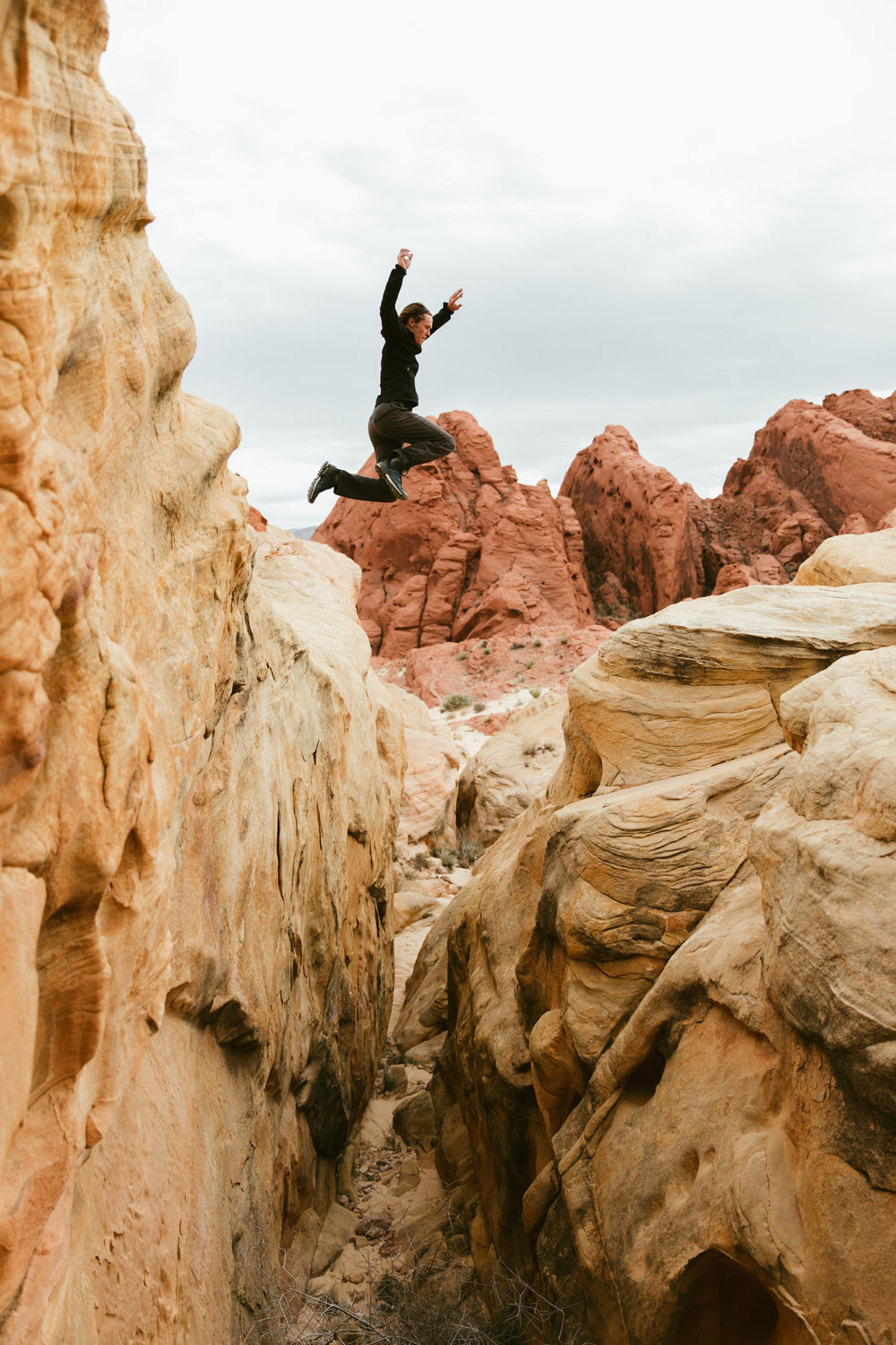 exploring valley of fire state park | utah and california adventure elopement photographers | the hearnes adventure photography | www.thehearnes.com