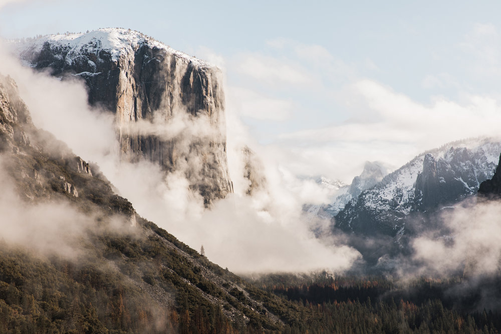 foggy day in yosemite national park | utah and california adventure elopement photographers | the hearnes adventure photography | www.thehearnes.com