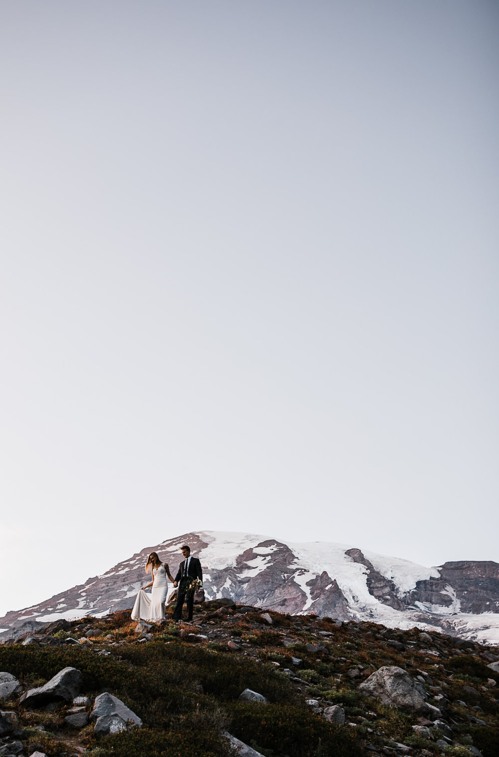 Wedding couple in mount rainier national park