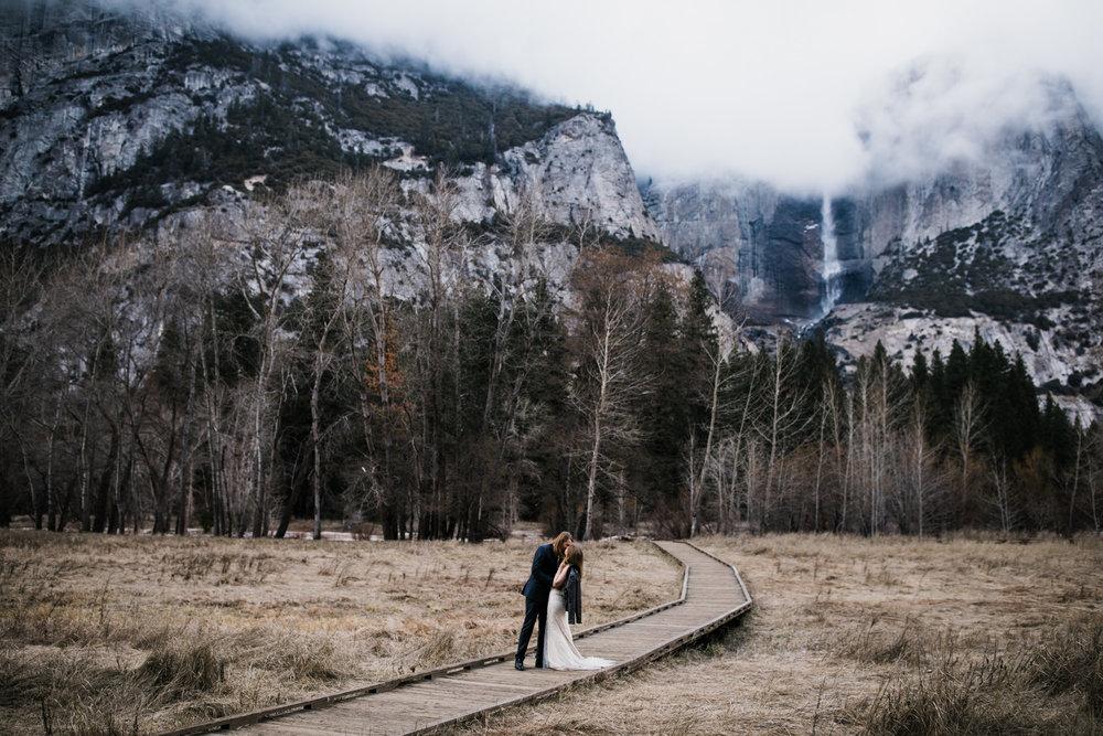 adventurous elopement portraits in yosemite national park |destination elopement photographers | the hearnes adventure photography | www.thehearnes.com