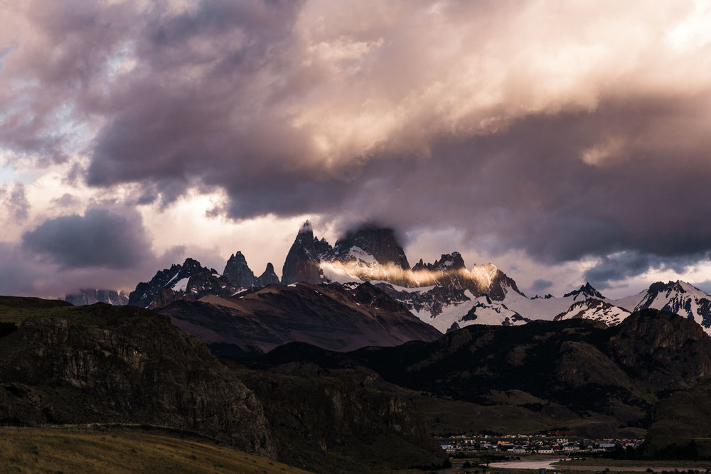 sunset + sunrise in el chalten, argentina | 24 hours of fitz roy | patagonia wedding + elopement photographers | the hearnes adventure photography | www.thehearnes.com