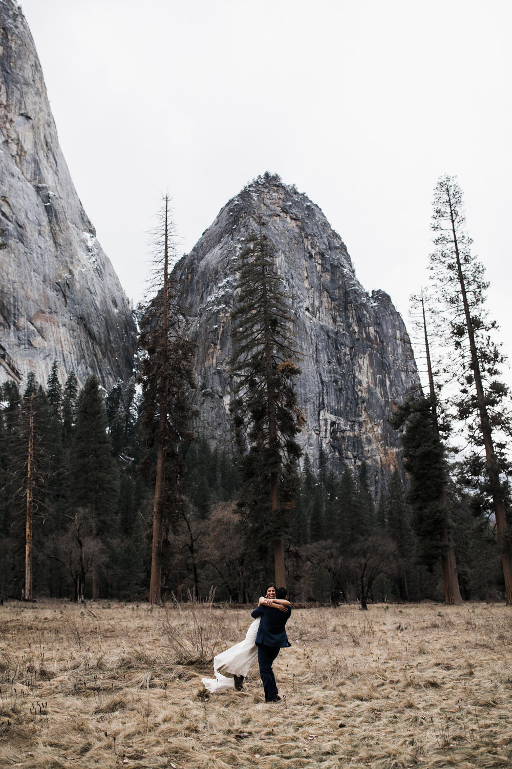 wedding photos in yosemite