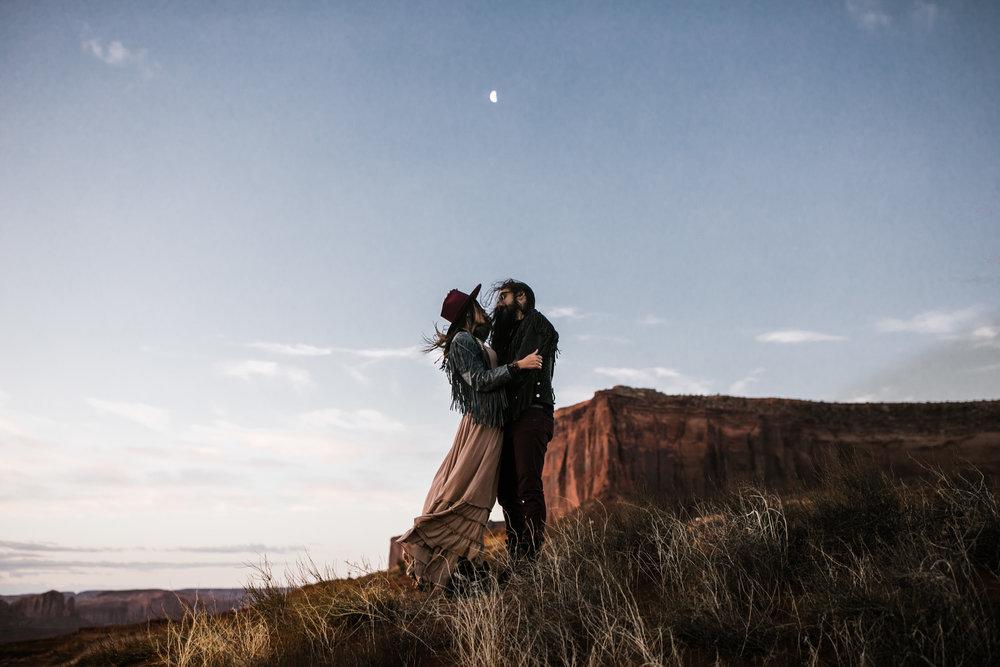 monument-valley-utah-desert-elopement-photographer-9.jpg