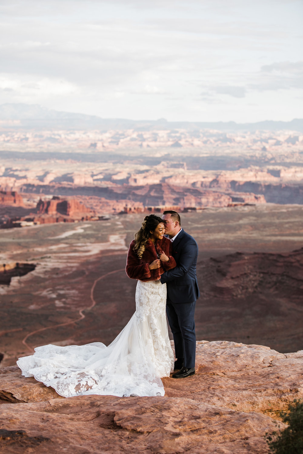 elopement wedding canyonlands national park near moab utah | adventurous desert wedding inspiration | small wedding in utah | the hearnes adventure photography