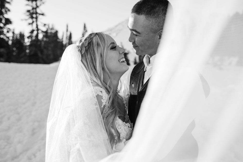 snowy wedding | pendleton silver bark wedding blanket | wedding portraits in the snow in mount rainier national park | first dance in the mountains | national park elopement photographer