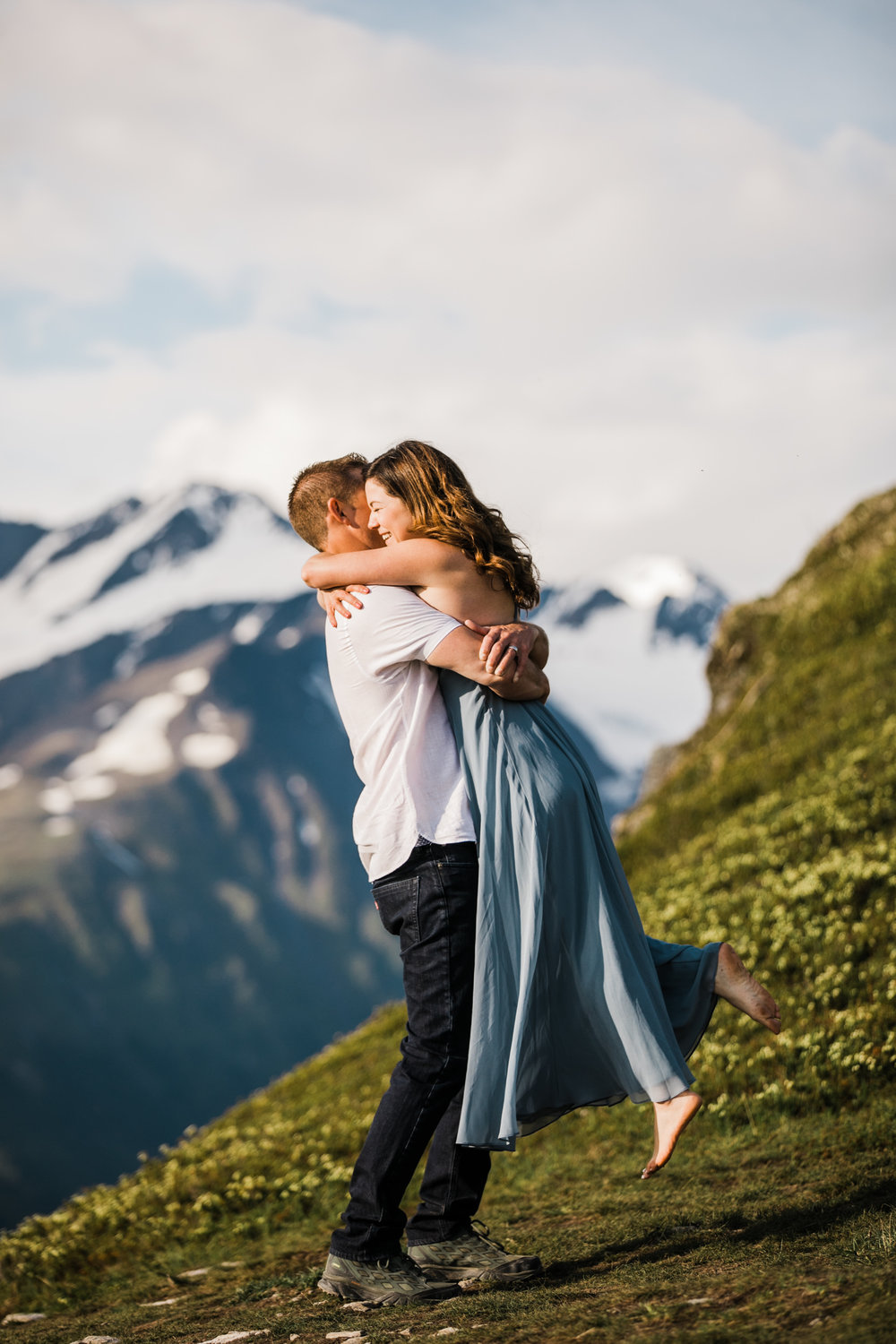 adventurous wedding anniversary session in alyeska, alaska | alaska elopement photographer | mountain resort elopement inspiration | the hearnes adventure photography | www.thehearnes.com