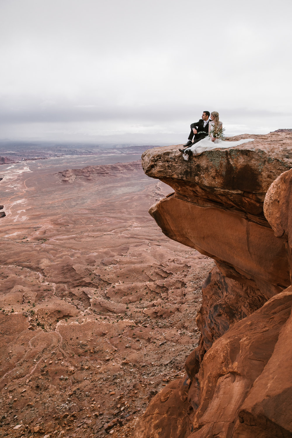 canyonlands national park elopement inspiration | moab utah wedding bridals | the hearnes adventure photography