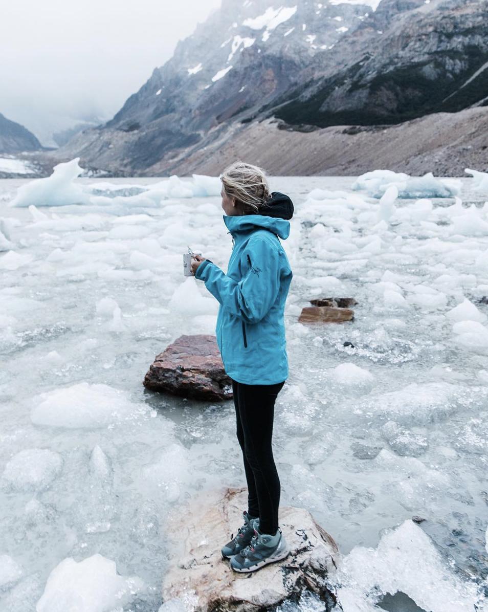 glacial lake hiking adventure photographer in patagonia argentina