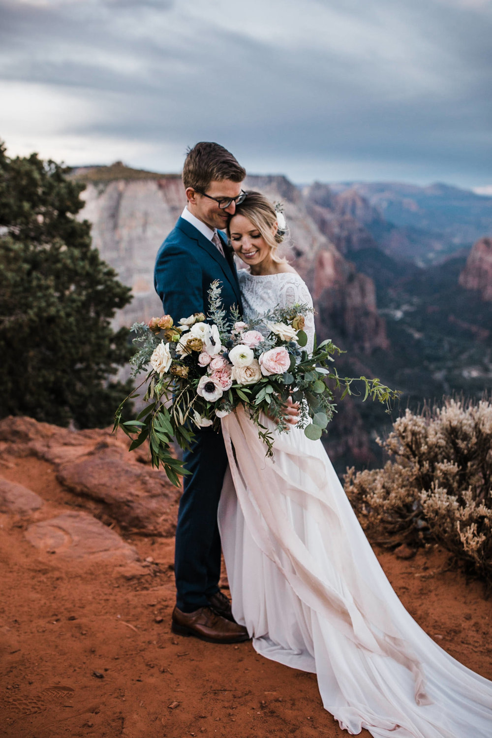 Zion-National-Park-Elopement-Wedding-Adventure-Hiking-Hearnes-Photography-19.jpg