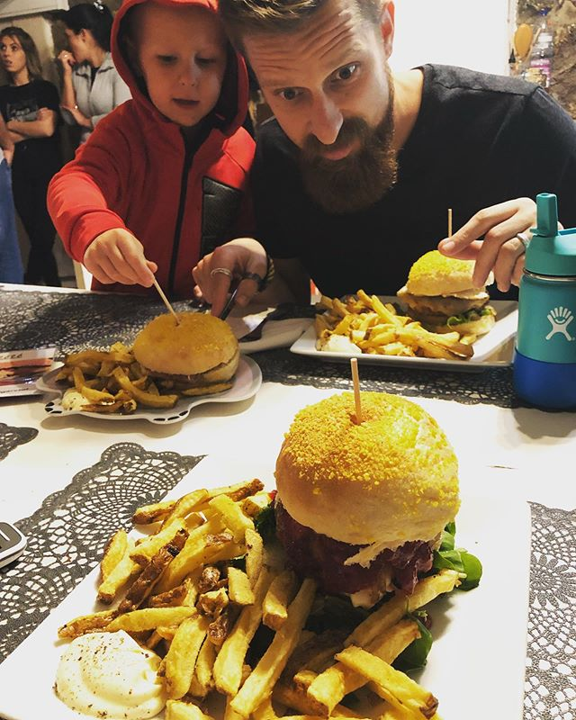 I never really enjoyed burgers until we moved to Portugal. But now... o now, I seriously look forward to when I get to put one of these beautiful creations from #realhamburgeria into my belly. Best. Burgers. EVER. No joke. . . . For those who have visited us, you know what it's about. For those who will, look forward to one of the (if not THE) best burgers you will ever eat. Don't believe me? Come for a visit and found out for yourself!