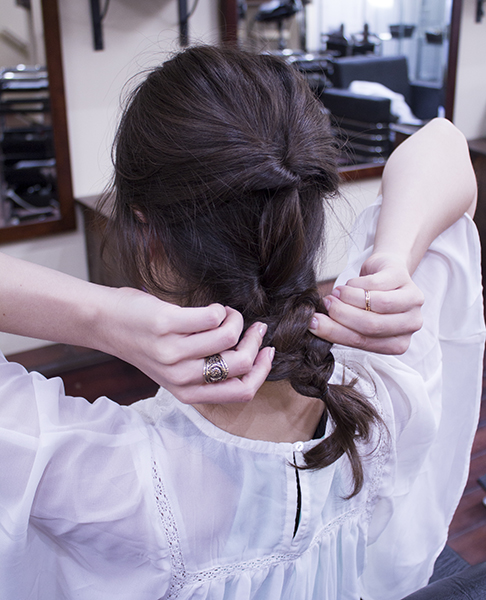 6) When completed, loosen the braid a little by pulling both sides.