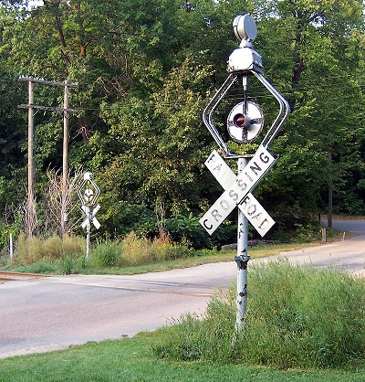 A set of WRRS Center Harp shortie wigwag signals commonly seen on the C&NW during the 20th Century.