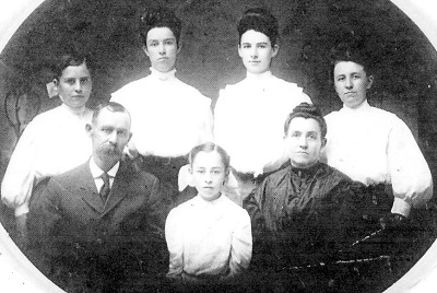 Bushnell Family, undated, probably about 1900 Back Row, L-R: Edith Laraway; Bertha Maude; Mary Permelia; Mertie Viola Front Row, L-R: Elisha William; Ruth Ethlyn; Anzo Etta