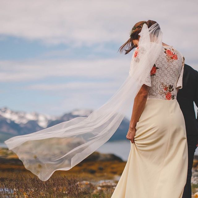 A veil caught on the wind is always such a beautiful wedding day shot.  Bride Ellen in the Pelican Rose Bride light ivory Oxford drape veil.