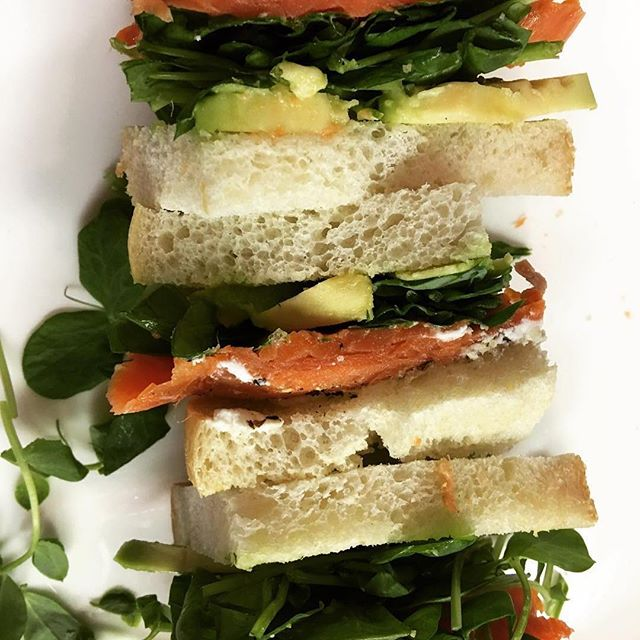 What's not to ❤️ in this protein-loaded sandwich by @fi_gilbert ? #goatcheese #smokedsalmon #protein