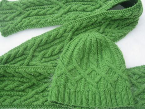 Dine & Dashing Scarf and Hat Pattern   9 Stitches