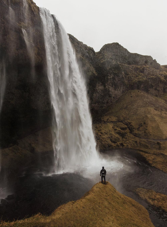 Alona Vibe Kenneth Nguyen 66North Iceland guide seljalandsfoss