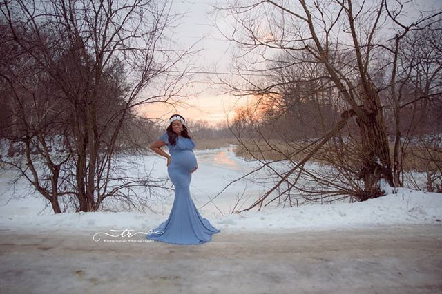 Snow Queen 💙💙💙 . . . #trpicturesque #photographer #photography  #photooftheday #maternityphotography #maternityphotographer #maternityshoot #expecting #maternitydress #maternitygown #babybump #maternityfashion #pregnancyphotos #pregnancy #momtobe #mommystyle #pregnantandperfect #pregnant #creativepregnancyphotos #instamama #instafab #instafollowers #instafollow #mothersofinstagram #durhamregionphotographer #snow #snowstorm #sunset #beautiful