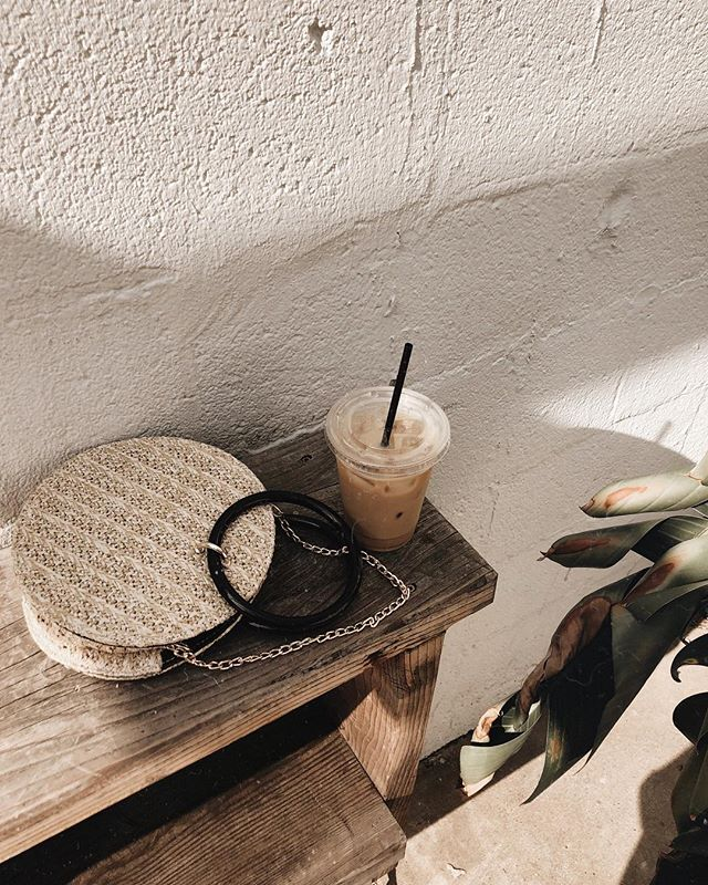 Cold brew, morning light & my favorite bag ☀️