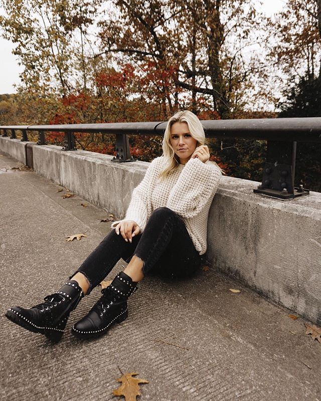 Combat boot heaven c/o @sam_edelman 🖤 love seeing the leaves change this year!🍂🍂
