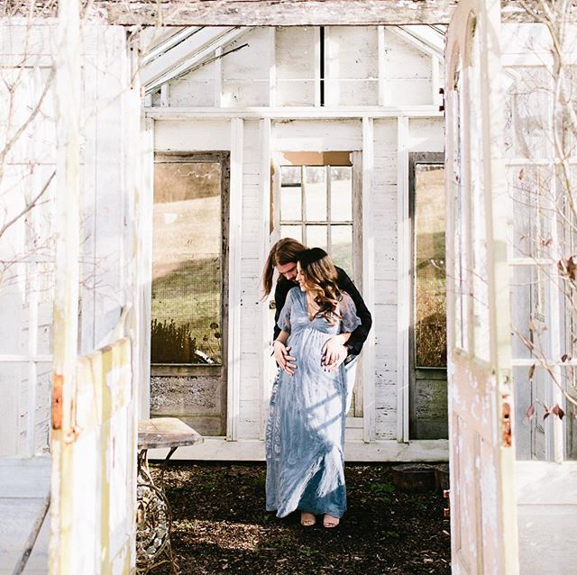 """""""Everything grows rounder and wider and weirder and I sit here in the middle of it all and wonder who in the world you will turn out to be"""" -Carrie Fischer 💙 📷:@highfiveforlove HMU: @lauranataliemua  Venue: @mintspringsfarm"""