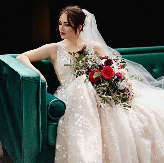 💫💫💫 @abbymoskal You were the perfect bride!! Makeup: @sabrinastacymakeup  Hair:  @gracecbeauty  Photo: @katherinejoyphoto